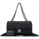 Chanel(샤넬) 은장 COCO로고 장식 블랙 퀼팅 패브릭 플랩 체인 숄더백 [강남본점]