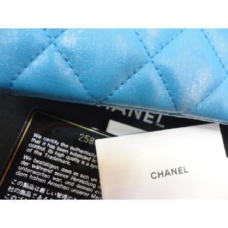 전시급)Chanel(샤넬) 최신형 펄블루 빅 그라데이션 로고 뉴미듐 클러치 w 이미지4 - 고이비토 중고명품