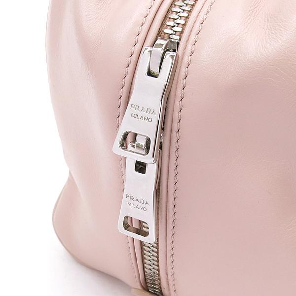 Prada(프라다) 1BB011 라이트 핑크 컬러 소프트 카프스킨 더블 지퍼 디테일 은장 로고 2WAY [강남본점] 이미지4 - 고이비토 중고명품
