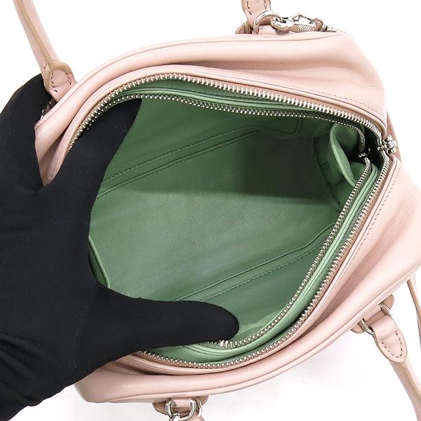 Prada(프라다) 1BB011 라이트 핑크 컬러 소프트 카프스킨 더블 지퍼 디테일 은장 로고 2WAY [강남본점] 이미지5 - 고이비토 중고명품