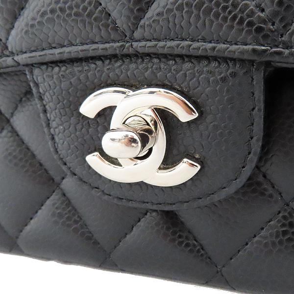 Chanel(샤넬) A0112Y01588 캐비어스킨 블랙 클래식 M사이즈 은장로고 체인 숄더백 [잠실점] 이미지3 - 고이비토 중고명품
