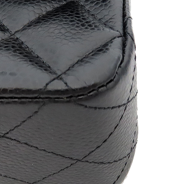 Chanel(샤넬) A0112Y01588 캐비어스킨 블랙 클래식 M사이즈 은장로고 체인 숄더백 [잠실점] 이미지4 - 고이비토 중고명품
