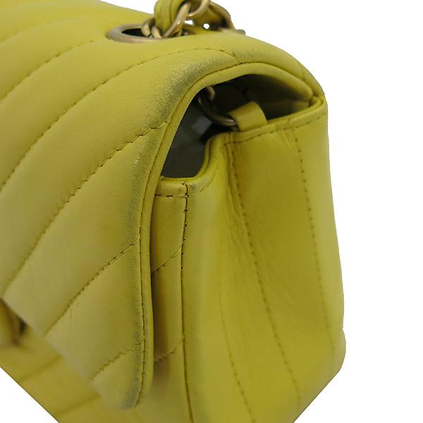 Chanel(샤넬) 옐로우 컬러 쉐브론 금장 장식 미니 크로스백 [부산센텀본점] 이미지4 - 고이비토 중고명품