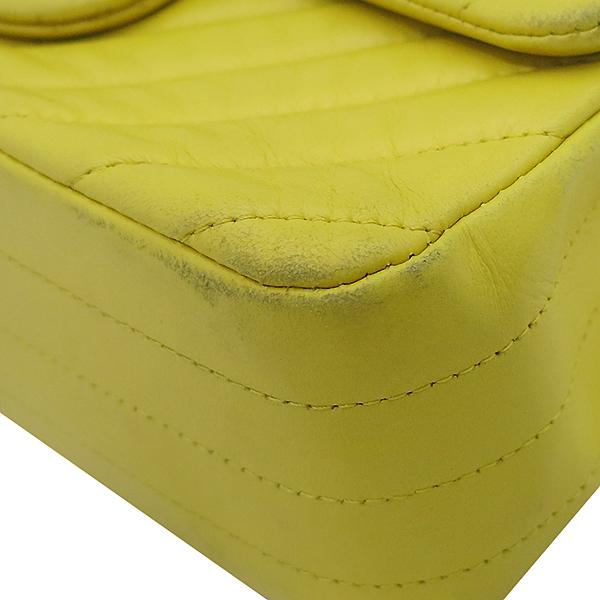 Chanel(샤넬) 옐로우 컬러 쉐브론 금장 장식 미니 크로스백 [부산센텀본점] 이미지7 - 고이비토 중고명품