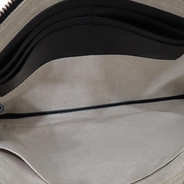 Gucci(구찌) 473904 벌 프린팅 베스트리에 GG 수프림 PVC 클러치백 [인천점] 이미지6 - 고이비토 중고명품