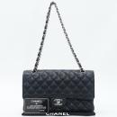 Chanel(샤넬) A01112 캐비어스킨 블랙컬러 클래식 M사이즈 골드메탈 체인 플랩 숄더백 [강남본점]