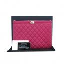 Chanel(샤넬) A80571Y25378 금장 보이 핑크 캐비어스킨 M사이즈 클러치 [부산센텀본점]