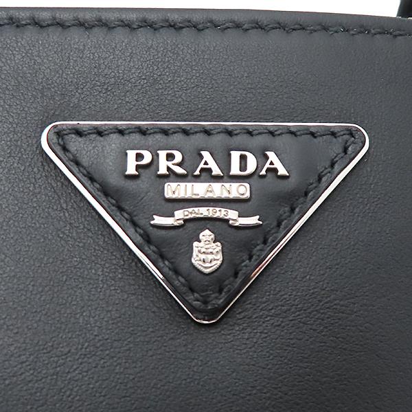 Prada(프라다) 1BA274 은장 로고 카프 블랙 레더 토트백 + 숄더스트랩 2WAY [부산서면롯데점] 이미지4 - 고이비토 중고명품