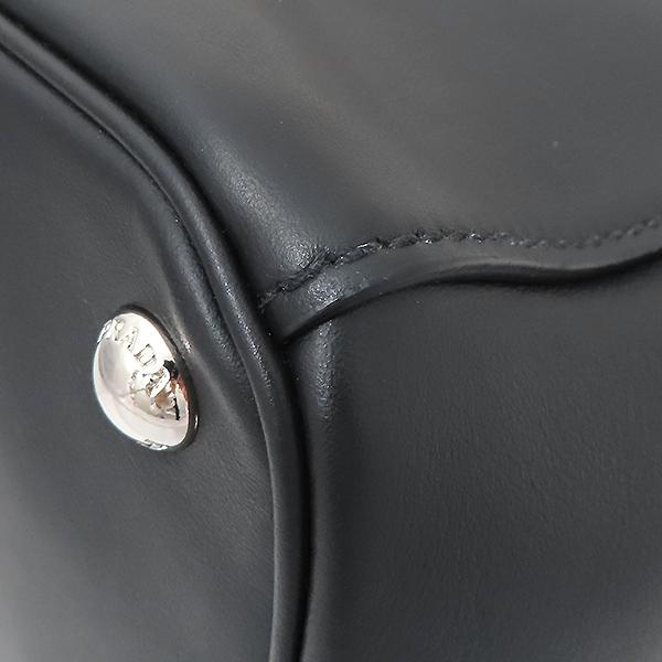 Prada(프라다) 1BA274 은장 로고 카프 블랙 레더 토트백 + 숄더스트랩 2WAY [부산서면롯데점] 이미지6 - 고이비토 중고명품