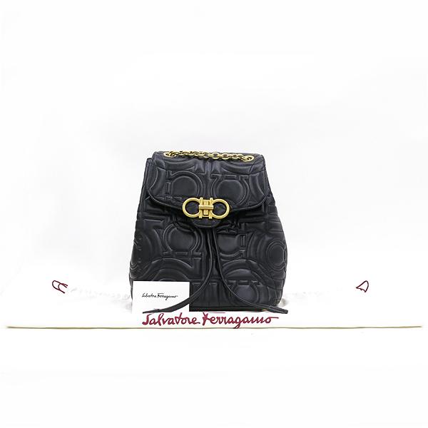 Ferragamo(페라가모) 21 H158 블랙 램스킨 금장 간치니 금장 로고 체인 백팩 [강남본점]