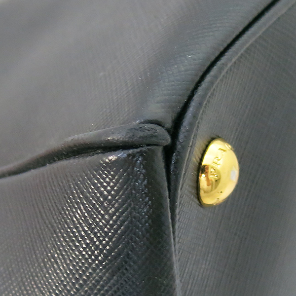 Prada(프라다) B1786T 블랙 레더 사피아노 럭스 금장 삼각 로고 토트백 + 숄더스트랩 2WAY [부산센텀본점] 이미지5 - 고이비토 중고명품