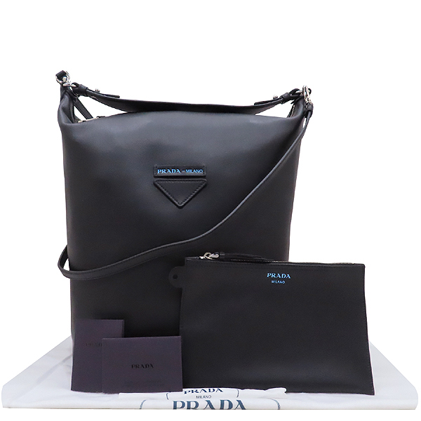 Prada(프라다) 1BC066 블랙 카프 레더 에티켓 레터링 로고 장식 호보 숄더백 + 보조파우치 [인천점]