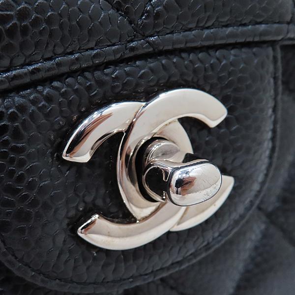 Chanel(샤넬) A01112 캐비어스킨 블랙컬러 클래식 M사이즈 은장 체인 플랩 숄더백 [인천점] 이미지5 - 고이비토 중고명품