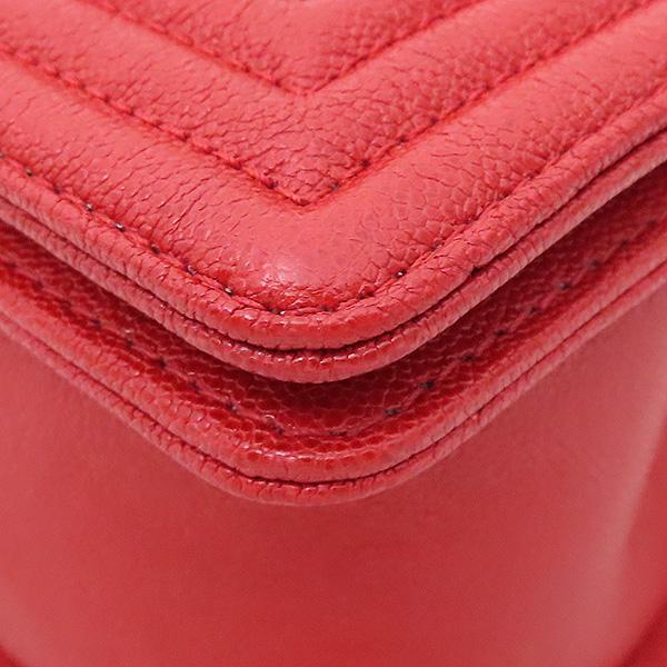 Chanel(샤넬) A67086 보이샤넬 M사이즈 레드 캐비어스킨 금장 체인 숄더백 [부산서면롯데점] 이미지6 - 고이비토 중고명품