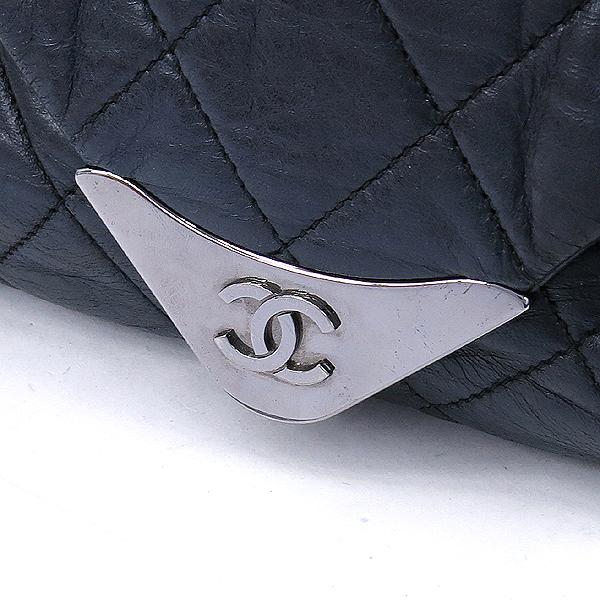 Chanel(샤넬) 블랙컬러 퀼팅 마틀라세 메탈 은장로고 트라이앵글 플랩 숄더백 [강남본점] 이미지3 - 고이비토 중고명품