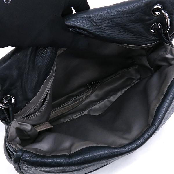 Chanel(샤넬) 블랙컬러 퀼팅 마틀라세 메탈 은장로고 트라이앵글 플랩 숄더백 [강남본점] 이미지4 - 고이비토 중고명품