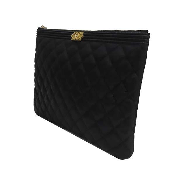 Chanel(샤넬) A84406 블랙 컬러 캐비어스킨 보이샤넬 골드메탈 디테일 뉴 미듐 클러치 [잠실점] 이미지3 - 고이비토 중고명품