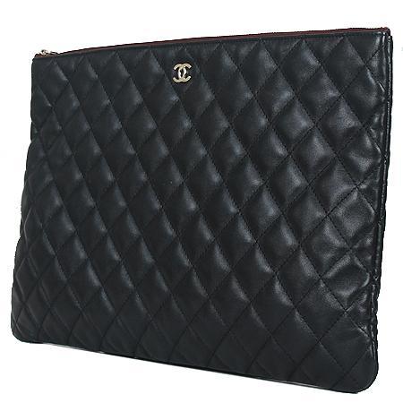 Chanel(샤넬) COCO로고 은장 클래식 램스킨 블랙 라지 사이즈 클러치[광주롯데점] 이미지2 - 고이비토 중고명품