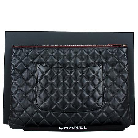 Chanel(샤넬) COCO로고 은장 클래식 램스킨 블랙 라지 사이즈 클러치[광주롯데점] 이미지3 - 고이비토 중고명품