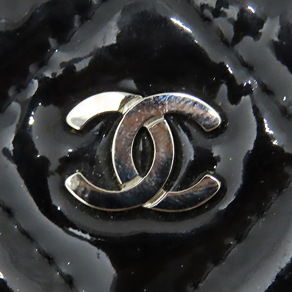 Chanel(샤넬) 시즌 리미티드 은장 로고 장식 페이던트 L사이즈 클러치 [대전본점] 이미지5 - 고이비토 중고명품
