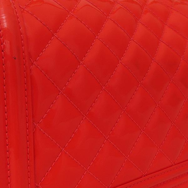 Chanel(샤넬) A67086Y603722B106 보이샤넬 M사이즈 형광 오렌지 페이던트 금장 체인 숄더백 [부산서면롯데점] 이미지4 - 고이비토 중고명품