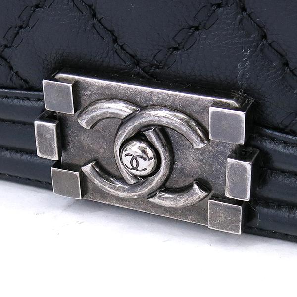 Chanel(샤넬) A67086 카프스킨 블랙 보이 샤넬 미디엄 M사이즈 루테늄 메탈 체인 플랩 숄더백 [강남본점] 이미지4 - 고이비토 중고명품