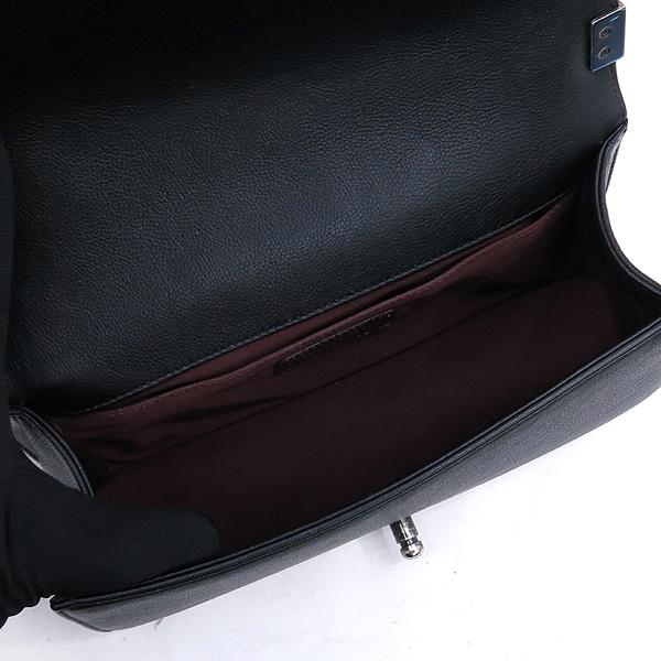 Chanel(샤넬) A67086 카프스킨 블랙 보이 샤넬 미디엄 M사이즈 루테늄 메탈 체인 플랩 숄더백 [강남본점] 이미지5 - 고이비토 중고명품