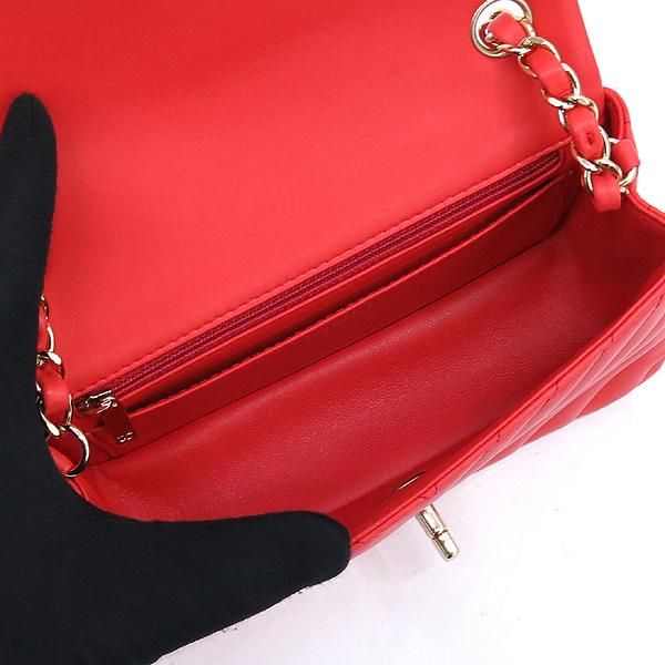 Chanel(샤넬) A69900Y25539 뉴 미니 클래식 쉐브론 램스킨 금장 체인 숄더겸 크로스백 [강남본점] 이미지5 - 고이비토 중고명품