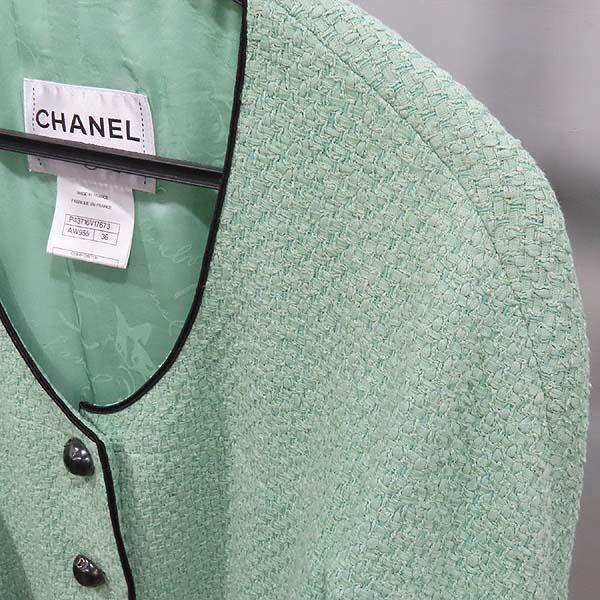 Chanel(샤넬) P43716V17673 그린 컬러 트위드 버튼 장식 여성용 자켓 [인천점] 이미지4 - 고이비토 중고명품