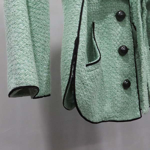 Chanel(샤넬) P43716V17673 그린 컬러 트위드 버튼 장식 여성용 자켓 [인천점] 이미지5 - 고이비토 중고명품