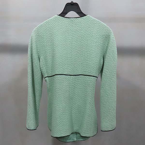 Chanel(샤넬) P43716V17673 그린 컬러 트위드 버튼 장식 여성용 자켓 [인천점] 이미지2 - 고이비토 중고명품