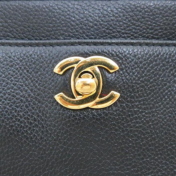 Chanel(샤넬) A15206Y01570 카프스킨 블랙 금장 COCO로고 서프 토트백 + 숄더스트랩 2WAY [부산센텀본점] 이미지4 - 고이비토 중고명품