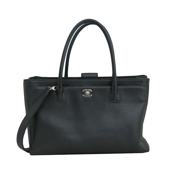 Chanel(샤넬) A15206 카프스킨 블랙컬러 COCO 은장로고 서프 토트백 + 숄더스트랩 2WAY + 보조 파우치 [동대문점] 이미지2 - 고이비토 중고명품