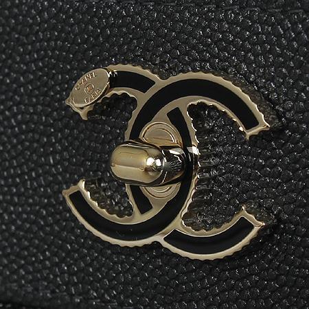Chanel(샤넬) A80992B0007694305 샴페인골드 마드모아젤 캐비어 쉐브론 뉴미듐 클러치[광주롯데점] 이미지4 - 고이비토 중고명품
