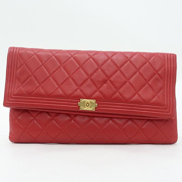 Chanel(샤넬) A80572 금장 로고 보이 샤넬 레드 램스킨 폴딩 클러치백 [강남본점] 이미지2 - 고이비토 중고명품