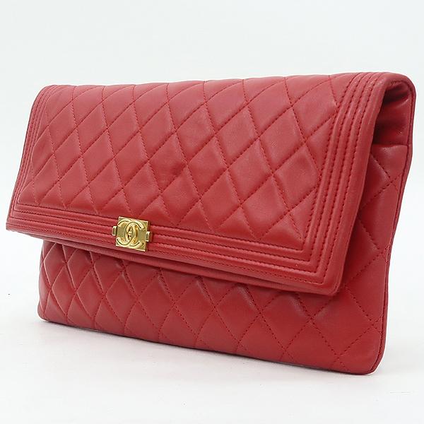 Chanel(샤넬) A80572 금장 로고 보이 샤넬 레드 램스킨 폴딩 클러치백 [강남본점] 이미지3 - 고이비토 중고명품