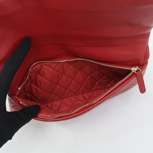 Chanel(샤넬) A80572 금장 로고 보이 샤넬 레드 램스킨 폴딩 클러치백 [강남본점] 이미지4 - 고이비토 중고명품