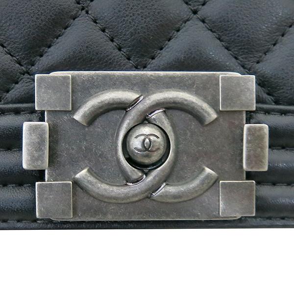 Chanel(샤넬) A67086 Y09953 94305 카프스킨 블랙 보이 샤넬 미디엄 M 사이즈 루테늄 메탈 체인 플랩 숄더백 [부산센텀본점] 이미지4 - 고이비토 중고명품