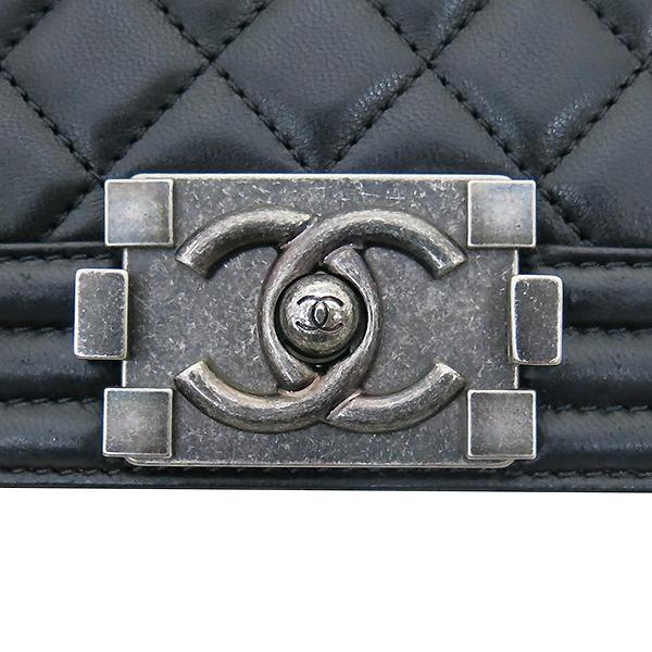 Chanel(샤넬) A92193 Y04638 94305 램스킨 블랙 컬러 BOY CHANEL 보이샤넬 L사이즈 라지 루테늄 메탈 로고 체인 플랩 숄더백 [부산센텀본점] 이미지5 - 고이비토 중고명품