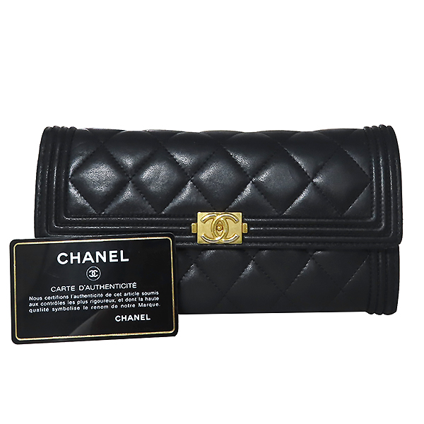 Chanel(샤넬) A80286 Y07659 94305 램스킨 블랙 컬러 보이샤넬 골드메탈 플랩 장지갑 [대전본점]