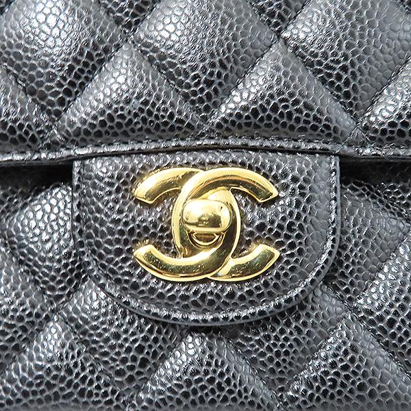 Chanel(샤넬) A01112Y01864 캐비어스킨 클래식 M 사이즈 금장 체인 숄더백 [부산서면롯데점] 이미지4 - 고이비토 중고명품
