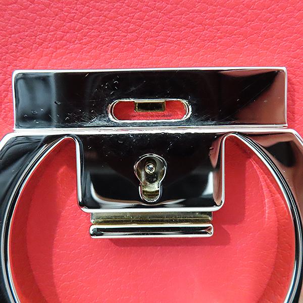 Ferragamo(페라가모) 21 H004 레드 컬러 간치니 미러락 플랩 숄더 크로스백 [부산서면롯데점] 이미지5 - 고이비토 중고명품