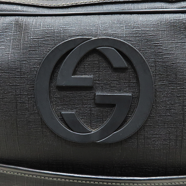 Gucci(구찌) 201852 GG로고 PVC 블랙 트리밍 인터로킹 러버로고 크로스백 [인천점] 이미지4 - 고이비토 중고명품