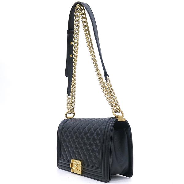 Chanel(샤넬) A67086 블랙 램스킨 보이샤넬 M사이즈 금장로고 체인 숄더백 [강남본점] 이미지3 - 고이비토 중고명품