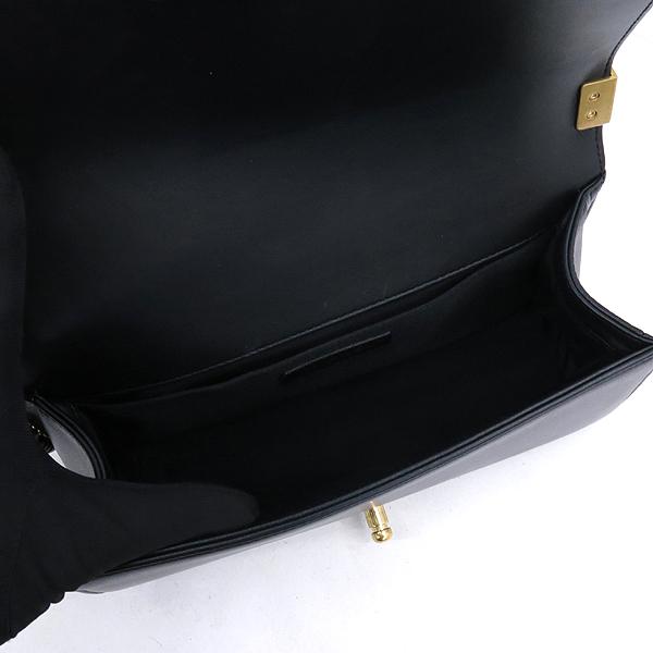 Chanel(샤넬) A67086 블랙 램스킨 보이샤넬 M사이즈 금장로고 체인 숄더백 [강남본점] 이미지5 - 고이비토 중고명품