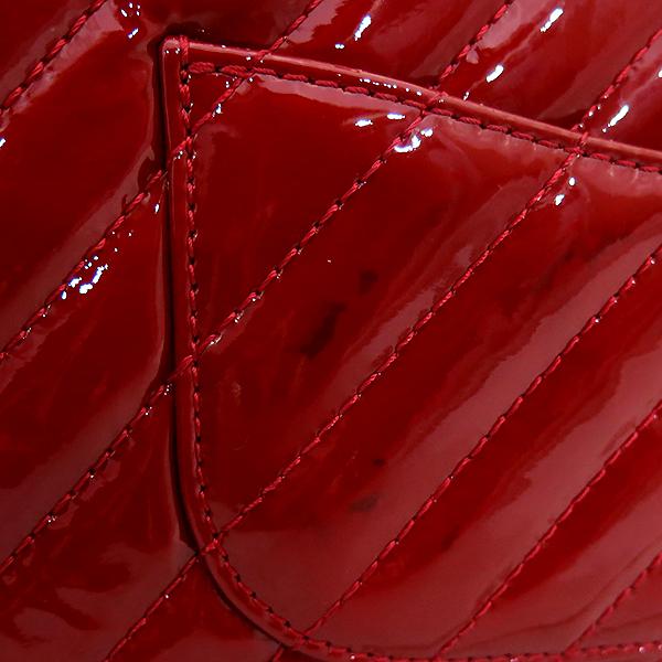 Chanel(샤넬) 레드 페이던트 쉐브론 클래식 M사이즈 원플랩 은장 체인 숄더백 [부산센텀본점] 이미지4 - 고이비토 중고명품