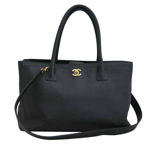 Chanel(샤넬) A15206Y01570 카프스킨 블랙 금장 COCO로고 서프 토트백 + 숄더스트랩 2WAY [동대문점] 이미지2 - 고이비토 중고명품