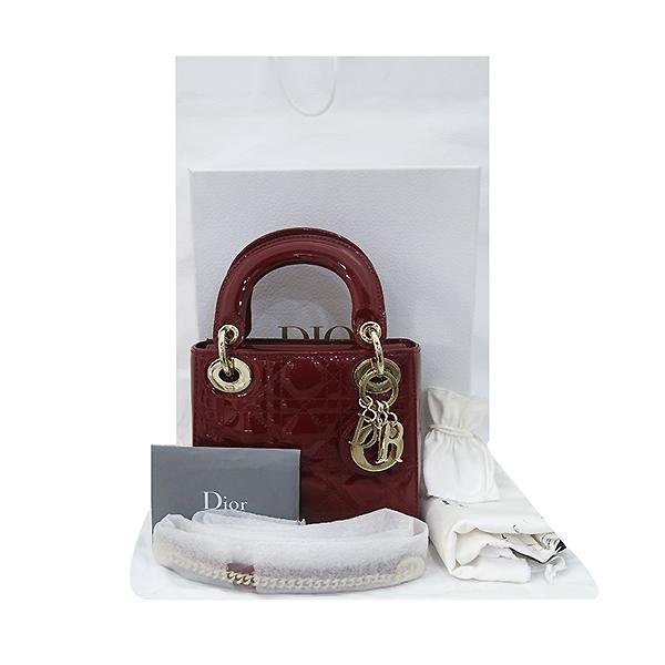 Dior(크리스챤디올) M0505OVRB_M323 레이디 디올 체리 레드 페이던트 까나쥬 미니 토트백 + 숄더스트랩 [부산센텀본점]