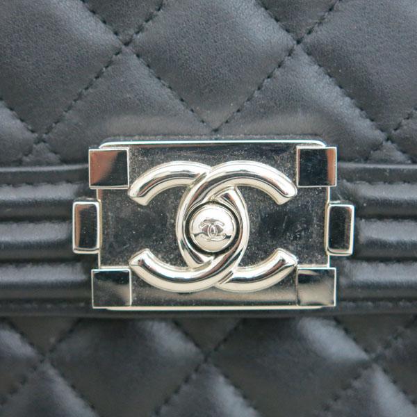 Chanel(샤넬) AS0130 B00255 94305 블랙 레더 보이 샤넬 은장 로고 체인 숄더백 [동대문점] 이미지5 - 고이비토 중고명품