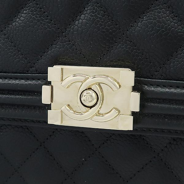 Chanel(샤넬) AS0130B01694 블랙 캐비어스킨 보이샤넬 크로스백 [강남본점] 이미지4 - 고이비토 중고명품